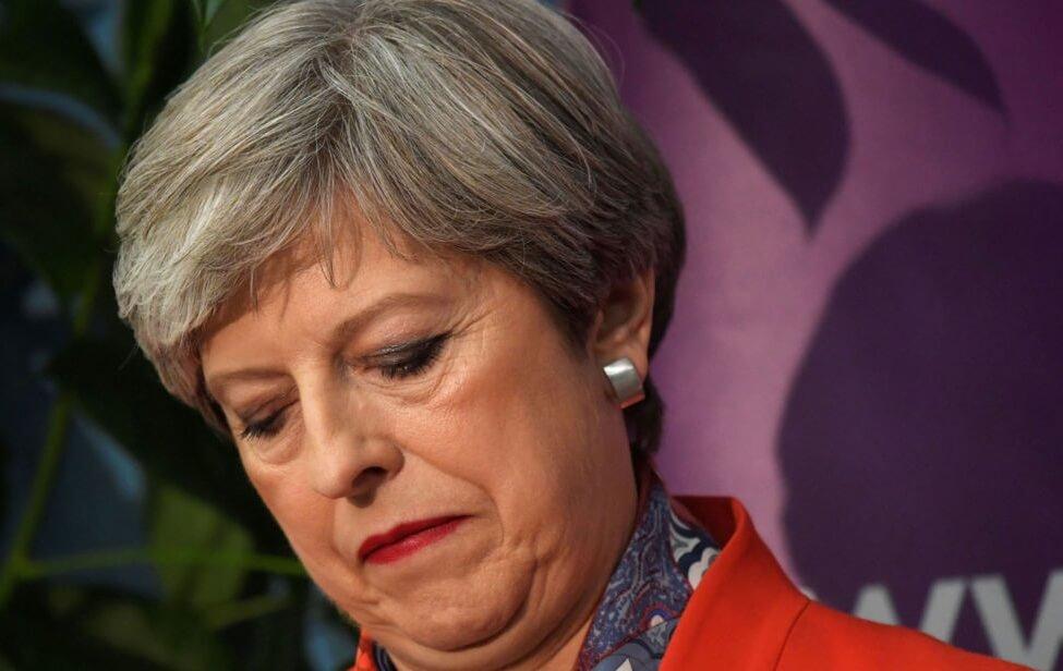 イギリス解散総選挙で保守党過半数割れ。メイ首相の進退問題に発展。